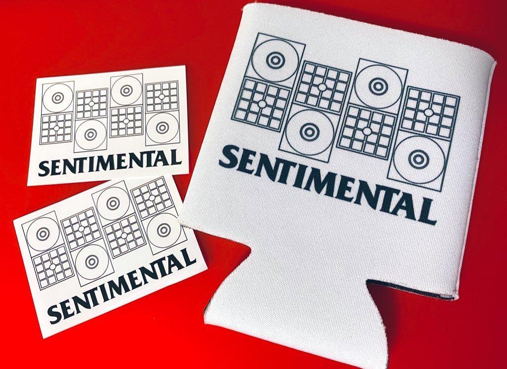 プレゼント用のステッカーとクージー(SUZURI)が届いた〜!トリブン0にしてるので良かったら・SUZURIhttps://suzuri.jp/sentimentals/7300873/koozie/m/white#センチメンタルグルーヴ#ステッカー#クージー#suzuri#レトロ#90年代#8cmCD#短冊CD#sticker#koozie